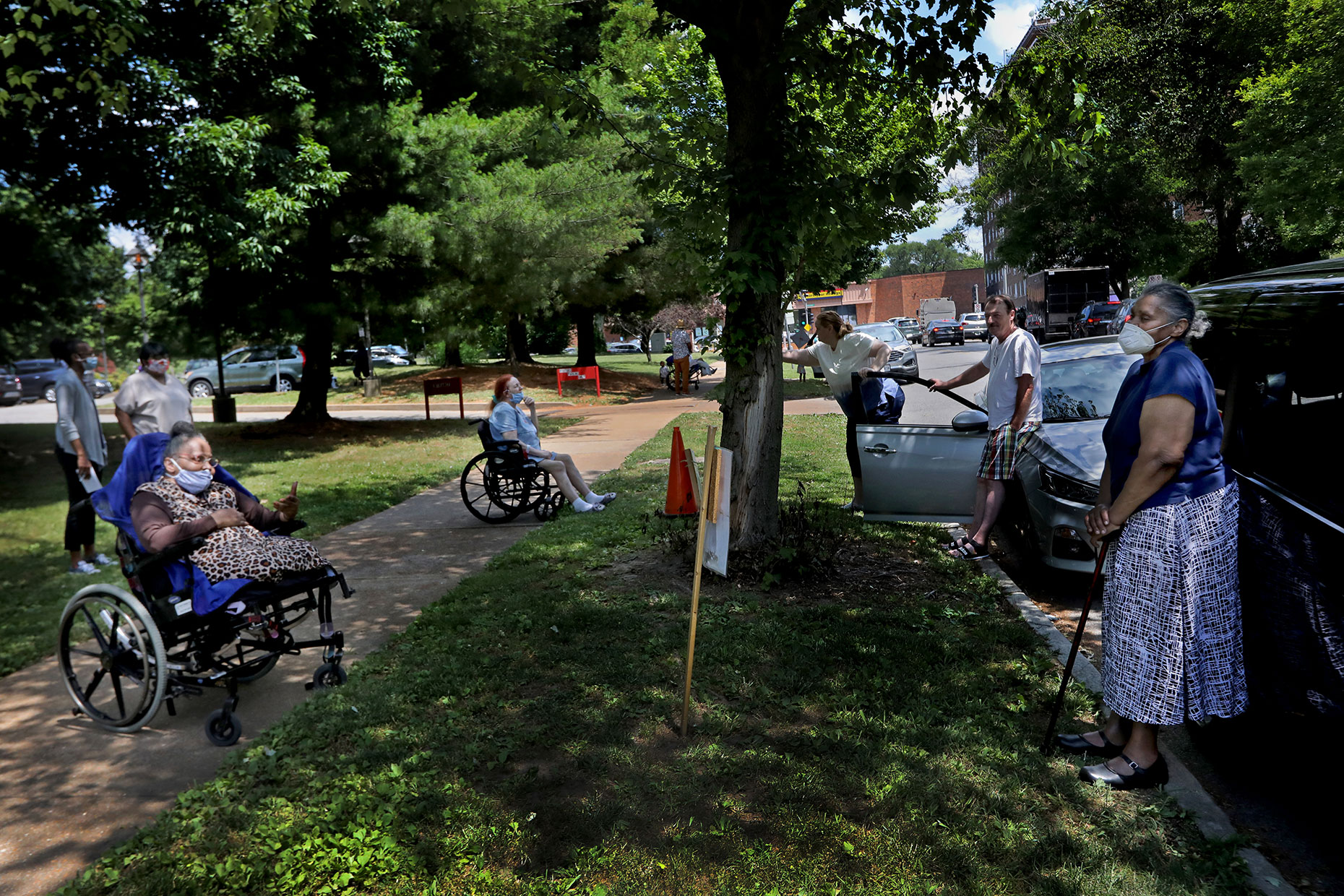 Curbside visitation for residents a Beauvais Manor On the Park
